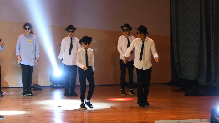 34.Year 7 Int'd-Year 7 Int'l - Blues Brothers Medley from Blues Brothers (4)