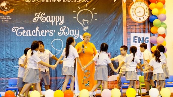 Bui Phan - Ms Anne and Year 4A (2)