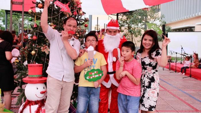 Christmas-charity-fair-2016-42