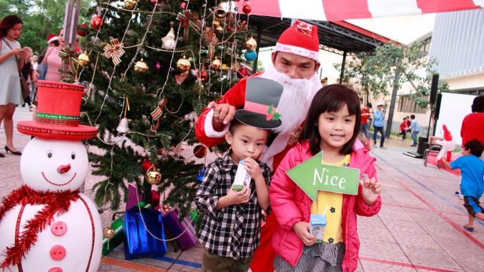Christmas-charity-fair-2016-48