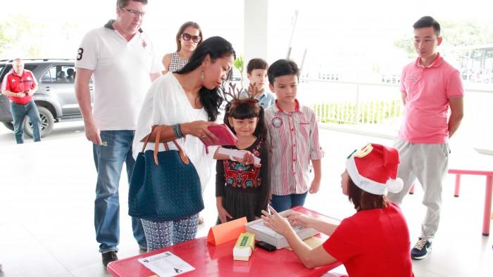 Christmas-charity-fair-2016-7