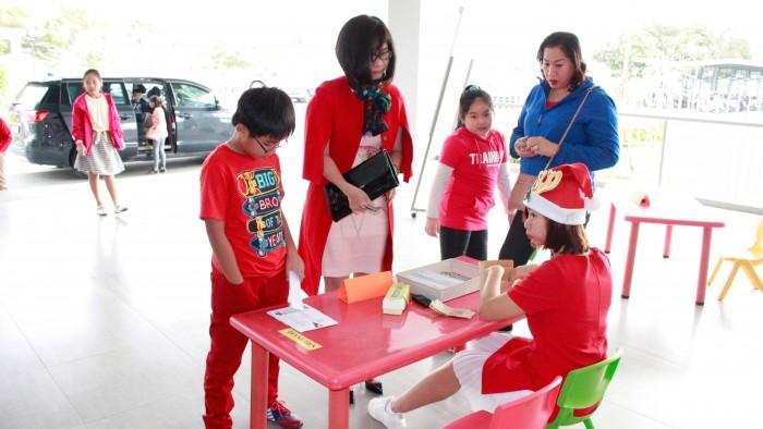Christmas-charity-fair-2016-8