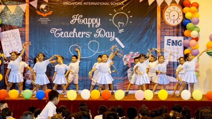 Dance - Thay Co cho em mua xuan - Year 1B