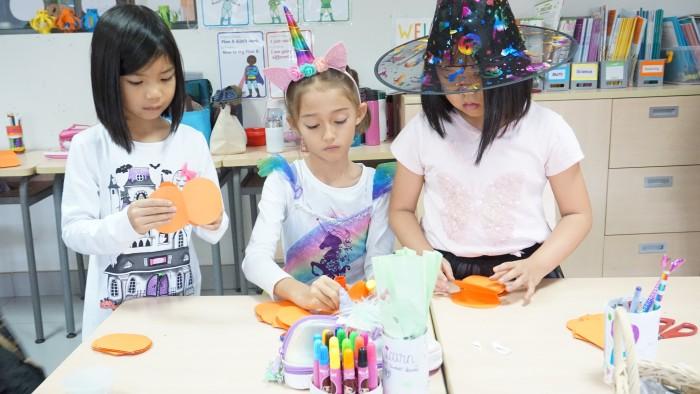 Halloween - decorate classrooms (4)