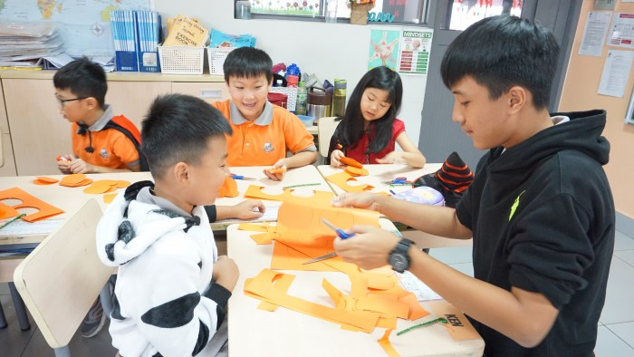 Halloween - decorate classrooms (7)