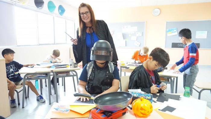 Halloween - decorate classrooms (8)