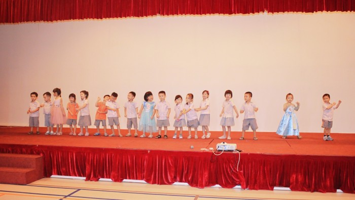 Kindergarten children held a special assembly (4)
