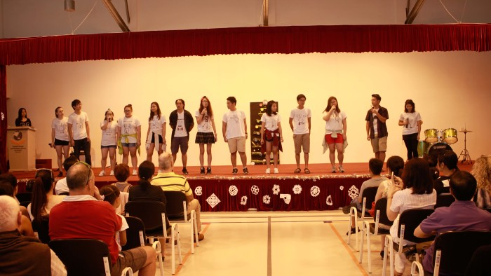 Student Performance during the Christmas Charity Fair (3)