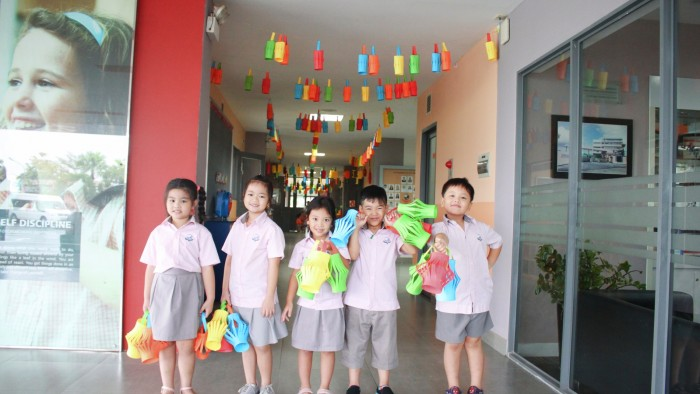 Students Made Lanterns (4)