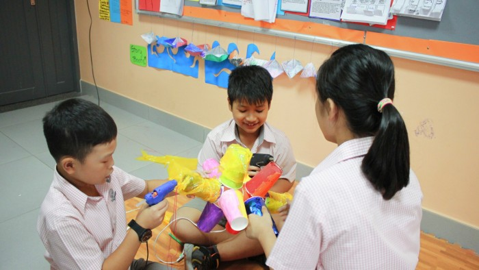 Students Made Lanterns (6)