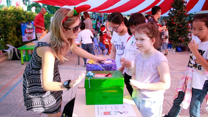 Various Games and Stalls attracted participants of all ages (25)