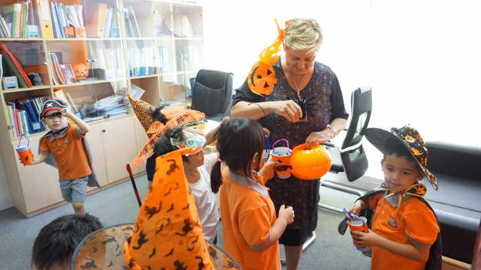 Trick-or-treating around the school (1)